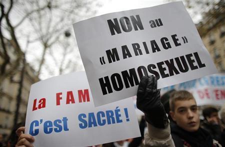 LES OPPOSANTS AU MARIAGE HOMOSEXUELS NE POURRONT PAS DÉFILER SUR LES CHAMPS-ÉLYSÉES