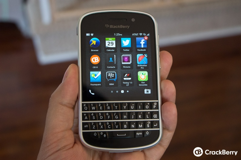 blackberry-q10-in-hand-case