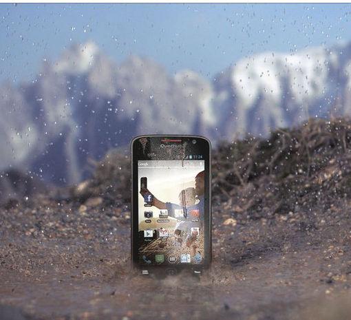 quechua phone 5 le smartphone d cathlon tout terrain. Black Bedroom Furniture Sets. Home Design Ideas