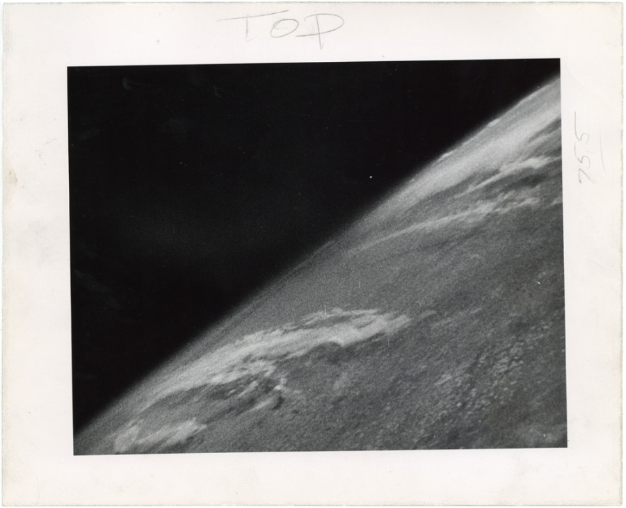 Première photo de la Terre 1946 O-10-900