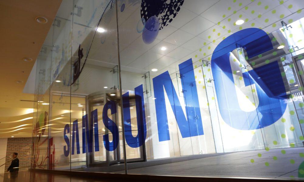 samsung-showcase-stretchable-display