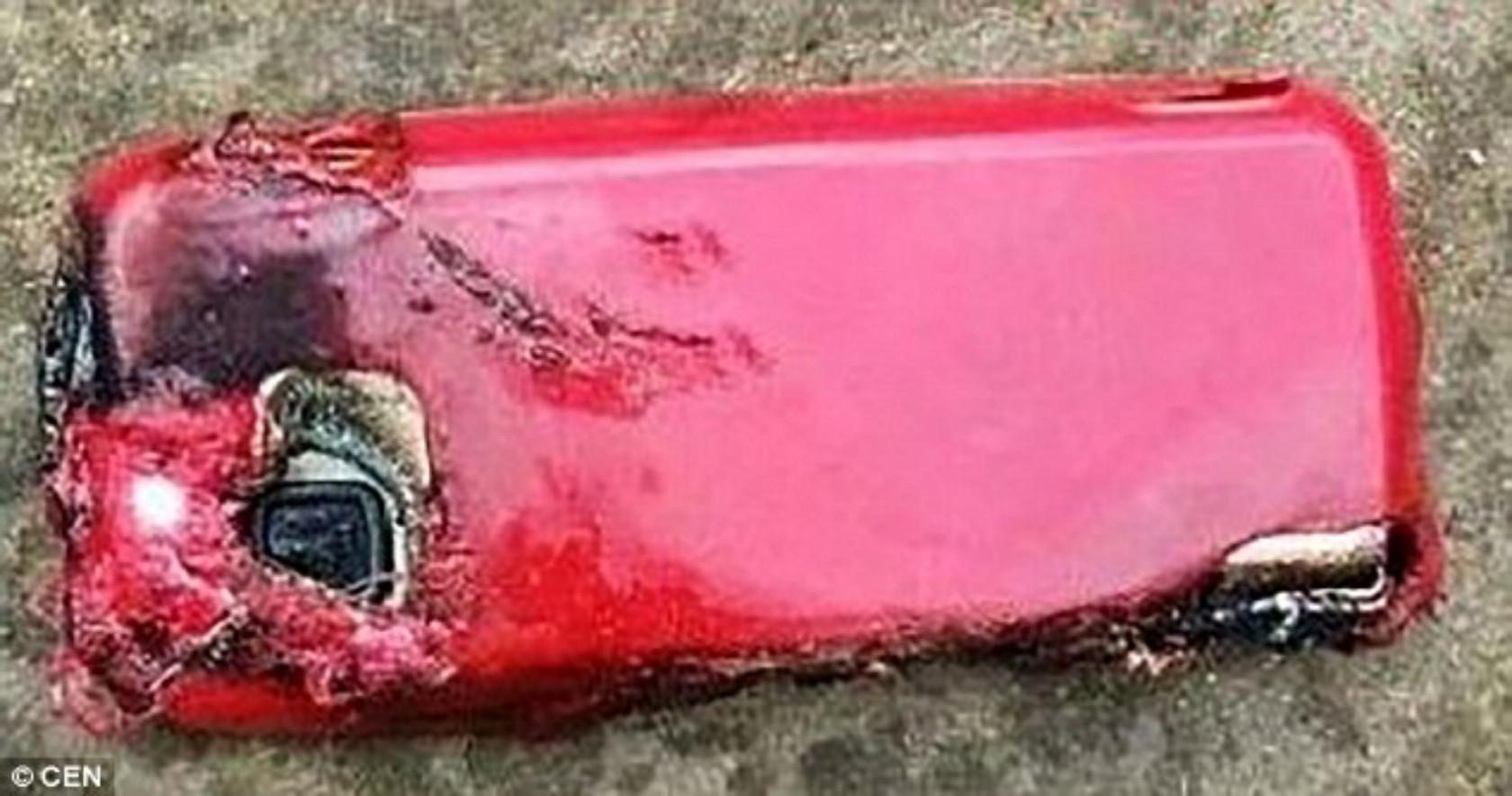 Nokia-5233-explosion-2