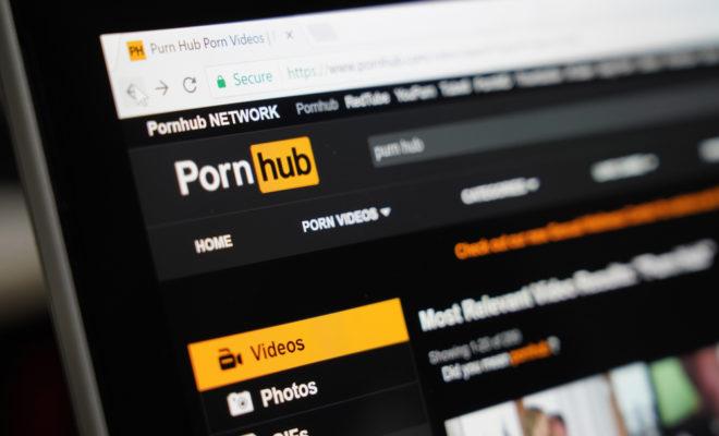 Le site pornographique PornHub lance un concours de créations publicitaires sadressant aux internautes.