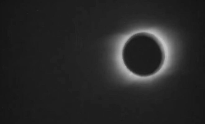Voici le tout premier film d'une éclipse solaire