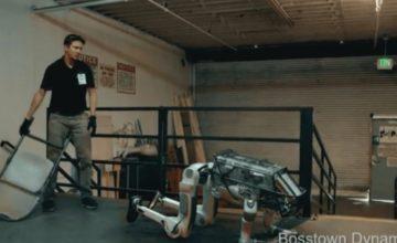 Un robot s'attaque à un employé de Boston Dynamics (parodie)