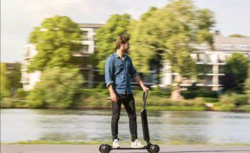 L'Audi e-tron Scooter, un mélange de trottinette électrique et de skateboard