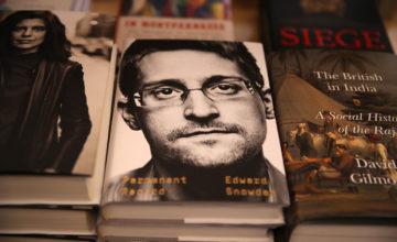 Les États-Unis poursuivent Edward Snowden pour les recettes de son livre