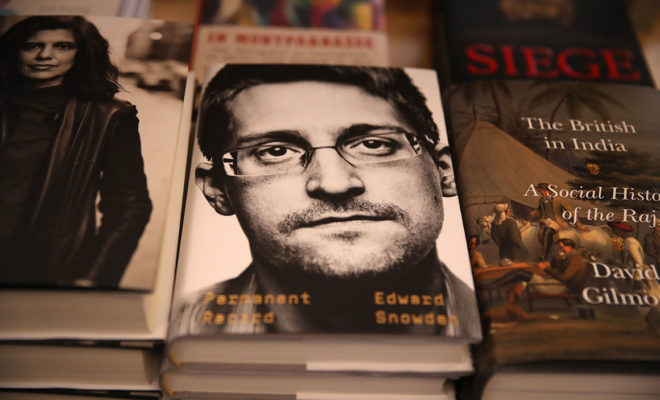 La France exclut toujours d'accorder l'asile à Snowden, dit Le Drian