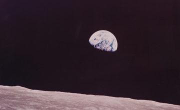 Des scientifiques ont proposé une méthode pour relier la Terre et la Lune avec un câble permettant de voyager entre elles