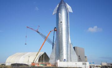 Elon Musk dévoile la fusée Starship en acier inoxydable de SpaceX