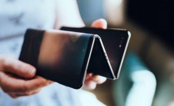 TCL dévoile un smartphone à double articulation pouvant se diviser en trois parties