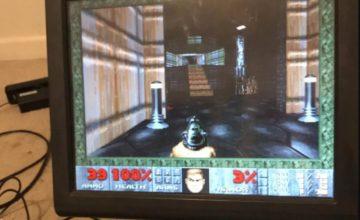 Jouer à Doom sur une caisse enregistreuse de McDonald, c'est possible !