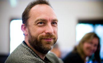 Jimmy Wales, cofondateur de Wikipedia, a lancé une alternative à Facebook et Twitter