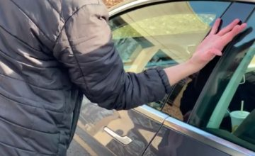 Il s'implante une clé Tesla (et d'autres puces) dans la main