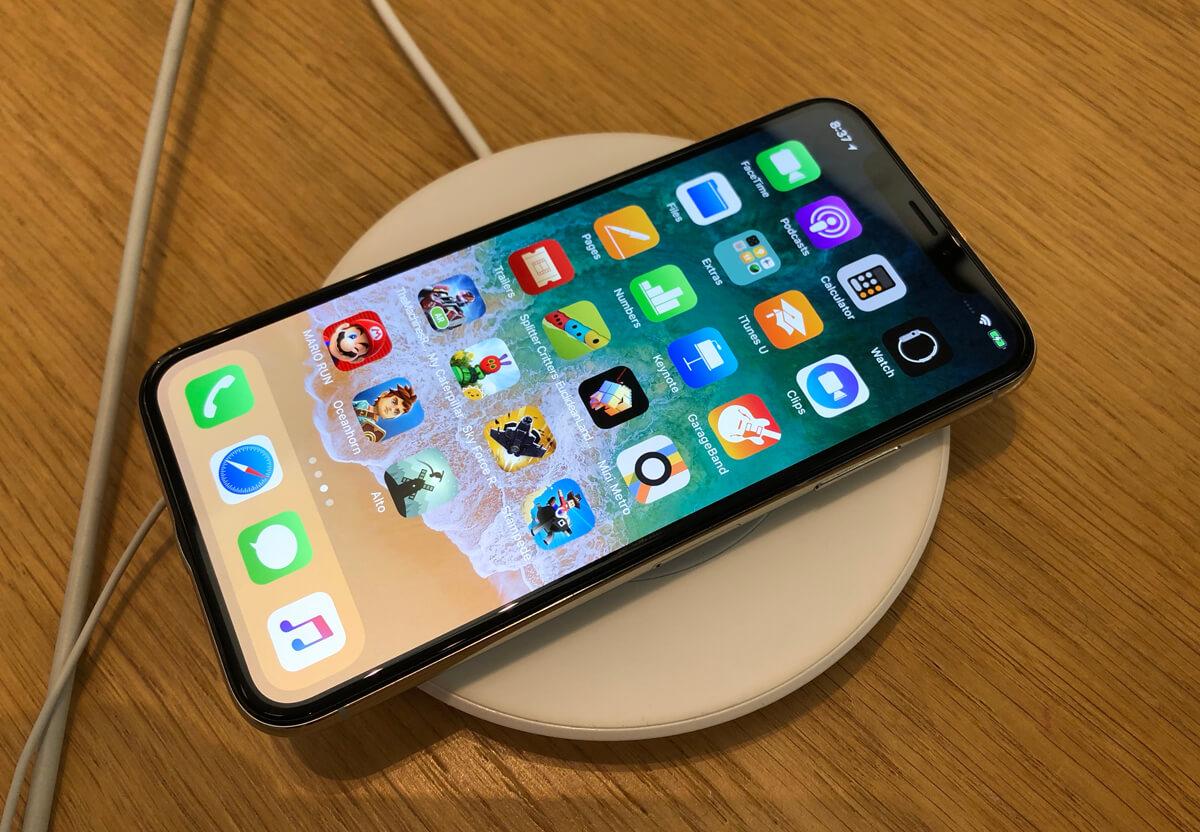 Apple pourrait lancer un iPhone sans connecteur Lightning ...