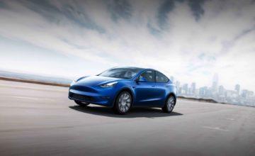 Le crossover Tesla Model Y est maintenant en production et expédié en mars
