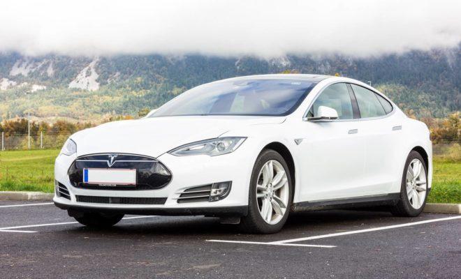 Tesla : des chercheurs en sécurité révèlent qu'il est possible de tromper facilement l'Autopilot
