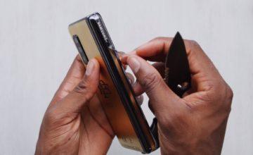 L'Escobar 2 est en fait ... un Samsung Galaxy Fold avec des finitions dorées
