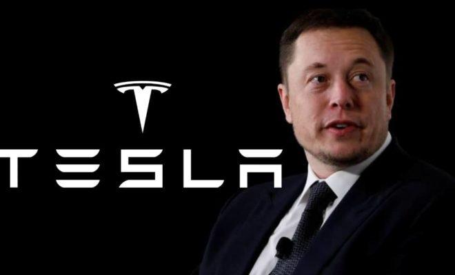 Elon Musk défie l'ordre de quarantaine du coronavirus et rouvre une usine Tesla
