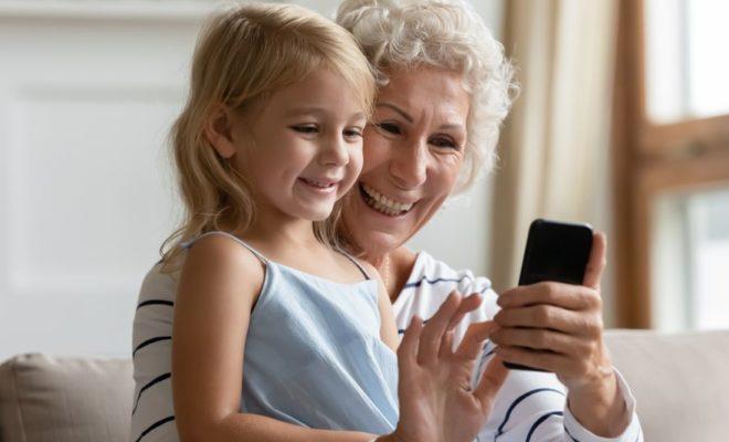 Une grand-mère condamnée à supprimer des photos de ses petits-enfants sur Facebook