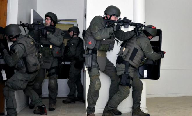 Swatting : le FBI avertit que les hackers détournent aussi des appareils connectés