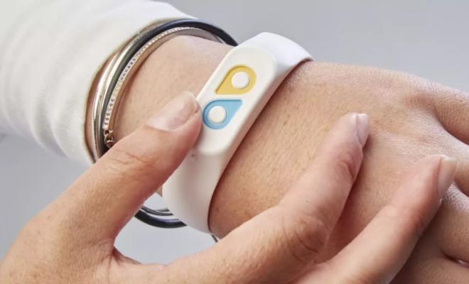 Ce bracelet permet à vos amis, à votre famille et même à votre patron de surveiller votre humeur