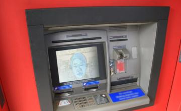 Une banque de Singapour déploie la reconnaissance faciale pour ses distributeurs automatiques