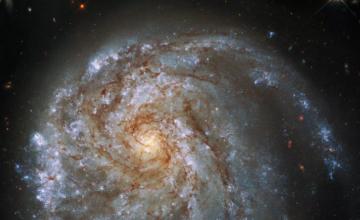 Hubble offre un cliché époustouflant d'une galaxie lointaine