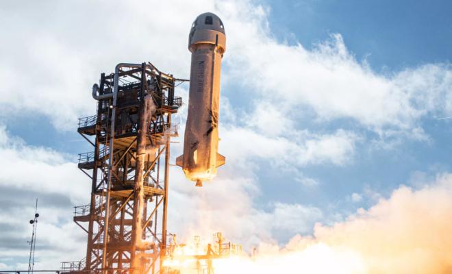Blue Origin termine avec succès son premier vol spatial avec Bezos à bord