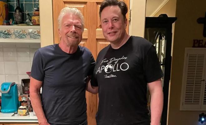 Elon Musk a un billet pour monter dans l'avion spatial de Richard Branson