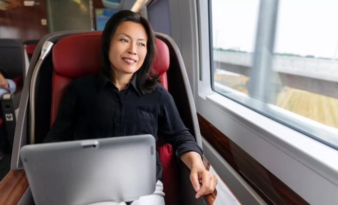 Le Japon convertit les fumoirs de ses trains à grande vitesse en espaces pour Zoom